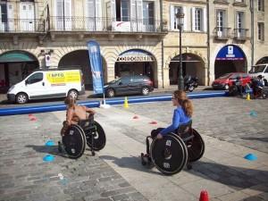 2 membres du cme parcours fauteuil